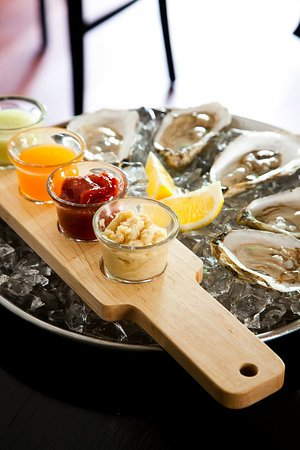 Hale Street Tavern: Sushi and Oysters