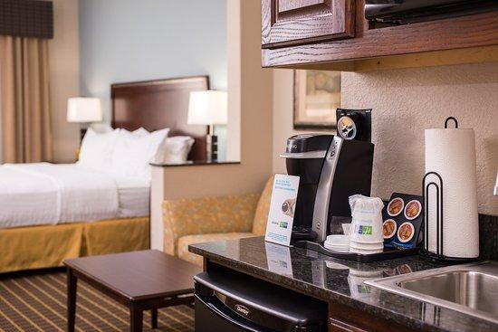 Pittsburg, KS: king suite