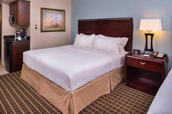 Pittsburg, KS: 2 king bed
