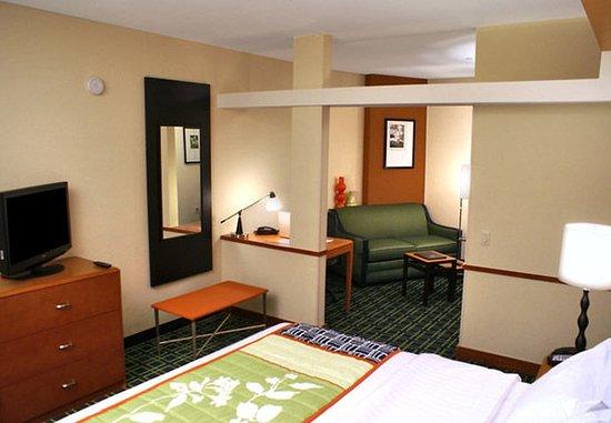 Kingsburg, Kalifornia: King Suite Sleeping Area
