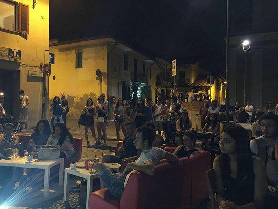 Cavenago di Brianza, Italia: Karaoke in piazza