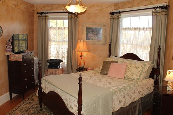 Westborough, MA: Writer Room Bed