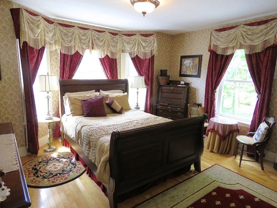 Westborough, MA: Sleigh Maker Room