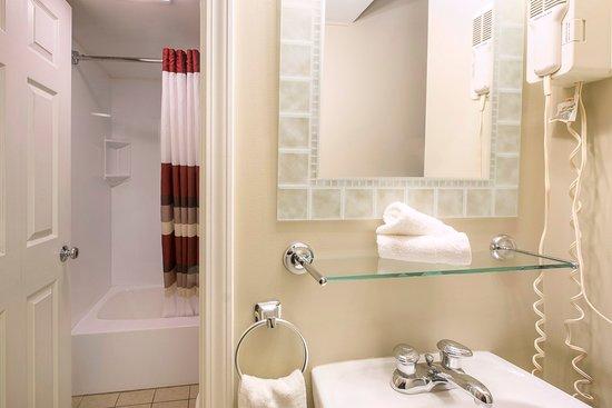 Herkimer, Nova York: Single Queen Bathroom