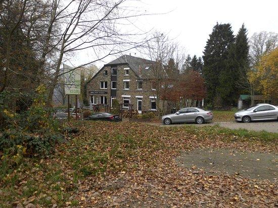 Nadrin, Bélgica: Zicht vanop de parking