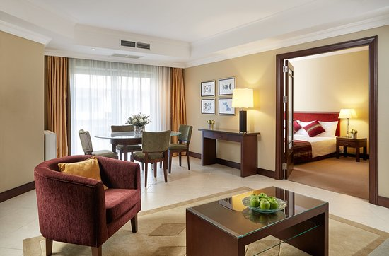 Corinthia Hotel Budapest: Grand Residence Livingroom