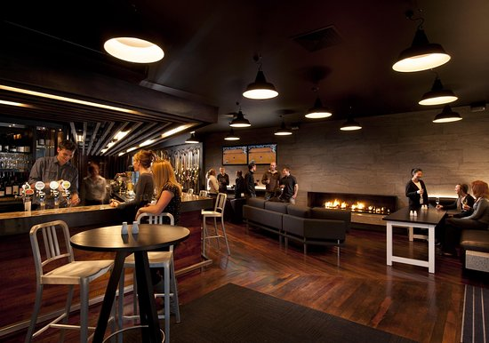 DoubleTree by Hilton Hotel Queenstown: Stacks Pub