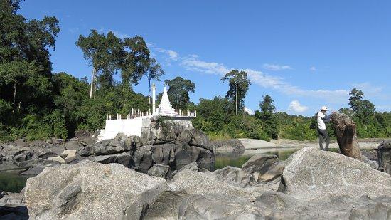 Kachin State, ميانمار: Malikha River Pagoda
