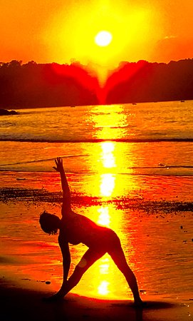 Playa Samara, Costa Rica: Triangle pose at the end of the day