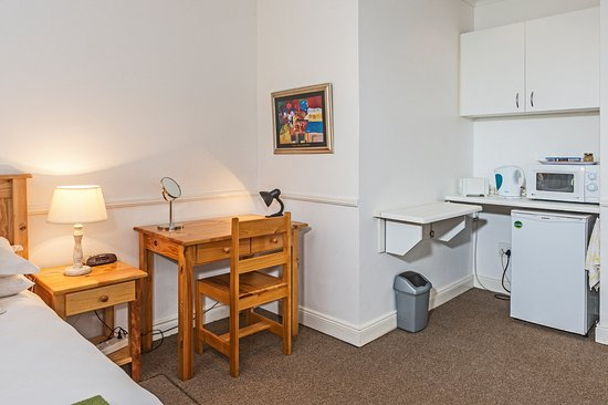 Summer Blue Guest House: Double Room 5 Desk & Kitchenette