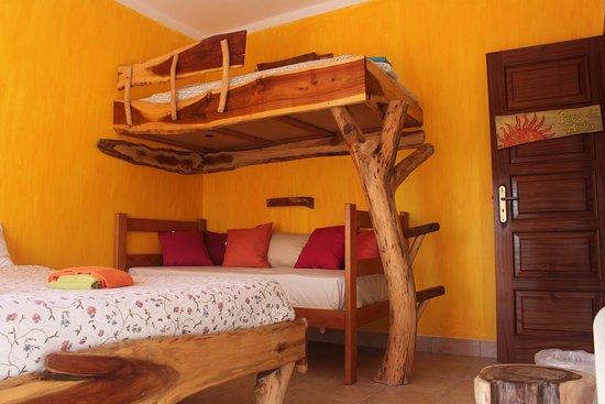 Tribo da Praia - Almagreira Surf Hostel