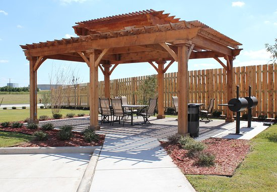 Woodway, TX: Outdoor Patio & Barbeque Area