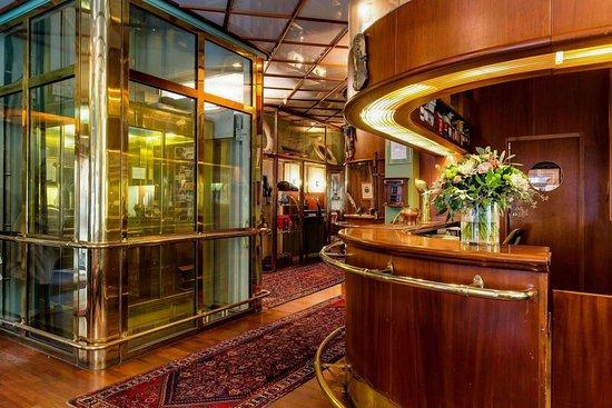 Victory Hotel: Lobby