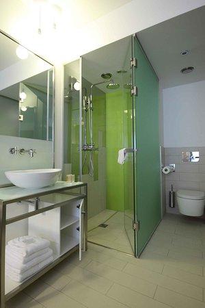 เพียวไวท์: Bathroom