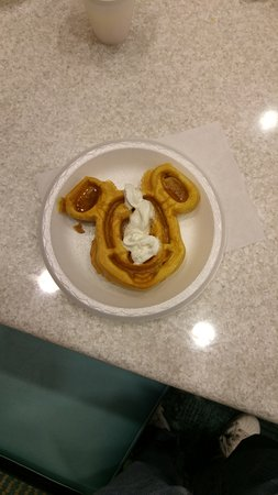 SpringHill Suites Orlando at SeaWorld®: Colazione con waffle
