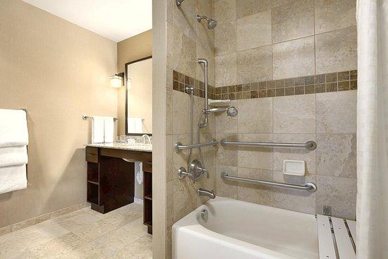 Homewood Suites by Hilton Kalispell, MT: Accessible Bathroom