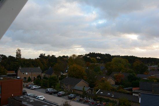Terschelling, Nederland: Uitzicht vanaf het balkon en kamer