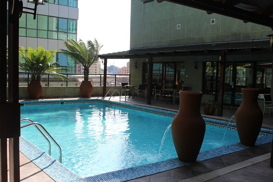 Harbour View Suites: The pool on the 10th floor