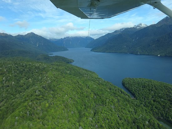 Fly Fiordland: On the way to the Sound
