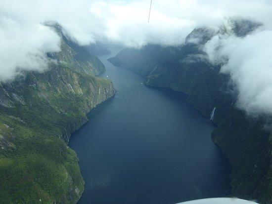 Fly Fiordland: Around Milford Sound
