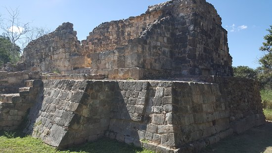 Maxcanu, Mexico: Grutas y templo