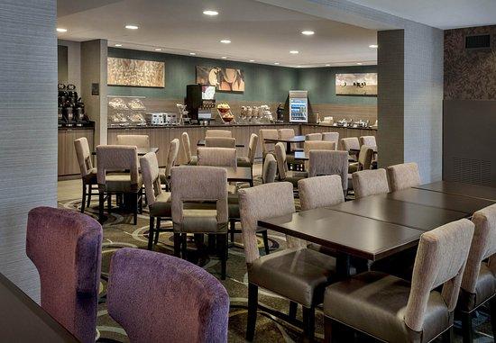 Great Barrington, MA: Breakfast Area