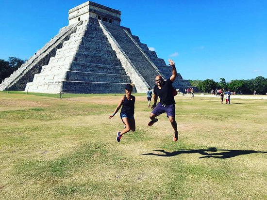 Make Your Own Tour: My sis and I, Lemuel wanted to take a jumping pic, haha