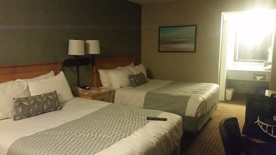 Accent Inn Vancouver Airport: 20170118_215119_large.jpg