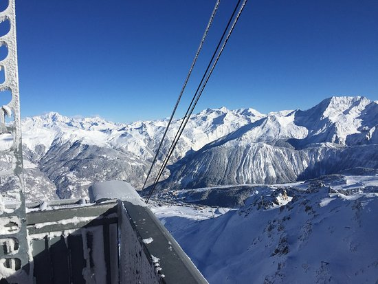 Savoie, Frankrike: 6 days of endless skiing - runs for all abilities - fabulous off piste runs. Views to remember f