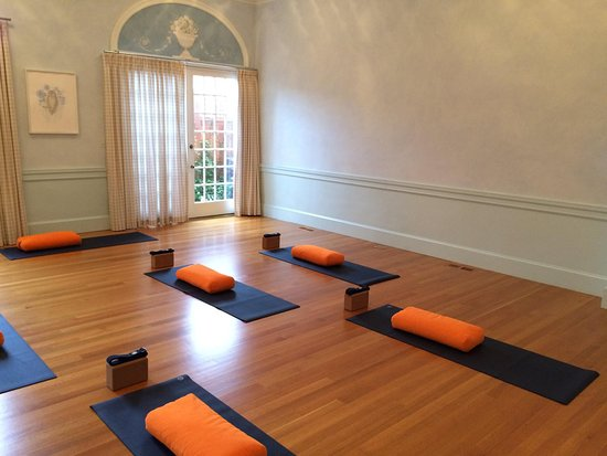 Easton, MD: Blue Mat Yoga Studio