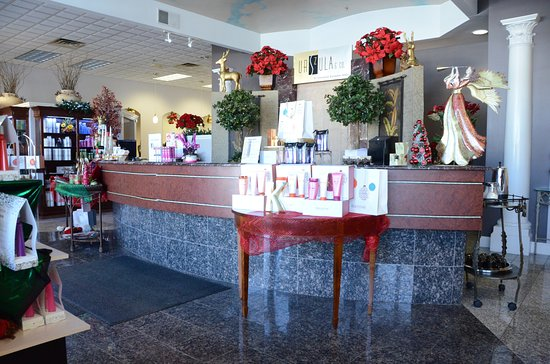 Brookfield, WI: Front Desk