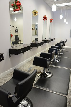Brookfield, WI: Hair stations