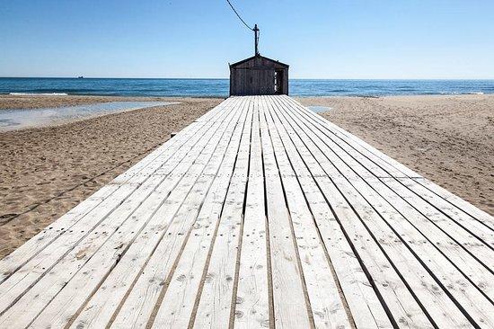 La Palme, France: Le ponton du Rouet (Station de pompage du Salin) invite au voyage