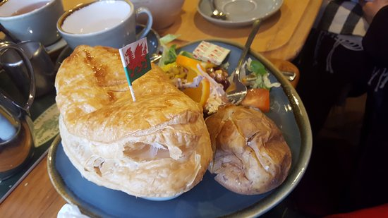 South Wales Personal Day Tours: Lunch near Tintern abbey