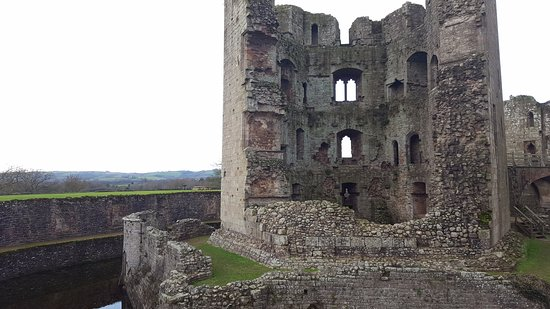 South Wales Personal Day Tours: Raglan Castle