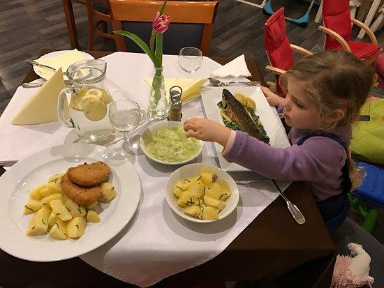 Myjava, Eslovaquia: vyborny pstruh. vyborny spenat. vyborne varene zemiaky. neuveritelne ceny vzhladom na chut jedla