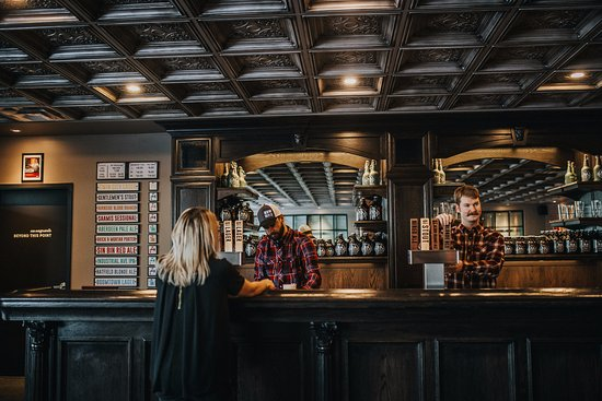 Medicine Hat, Canadá: The bar reflects an early 1900's feel.