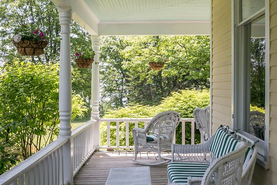 Omena, MI: Wheeler House porch