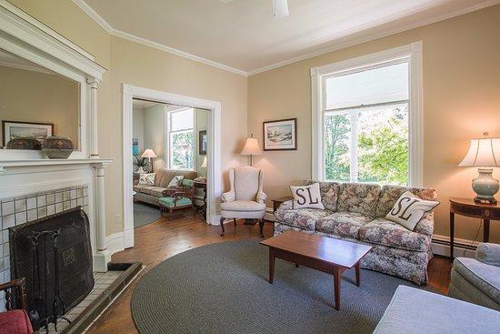 Omena, MI: living room (Wheeler House)