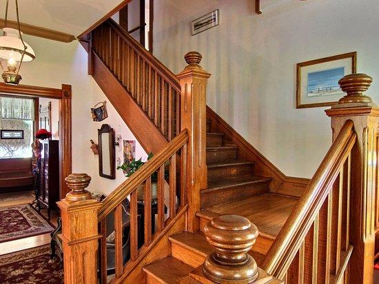 Omena, MI: Wheeler House staircase