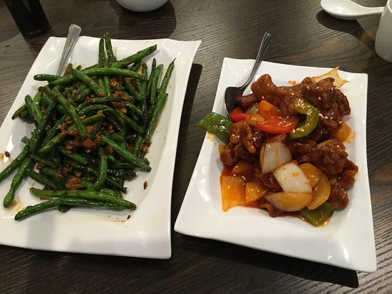 Coquitlam, Kanada: Spicy green beans and sweet and sour pork.