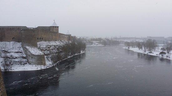 Narva, Estonie : Ivangorod Castle