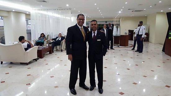 Hodelpa Gran Almirante Hotel & Casino: Con  Súper viceministro de turismo, Julio Almonte en el Hodelpa Gran Almirante