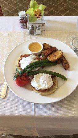 Taj Boston: Ovos Benedict servidos no quarto
