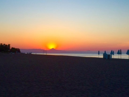 Hotel Oasis : Blick Abends vom Strand am Hotel. Unbezahlbar!!!!