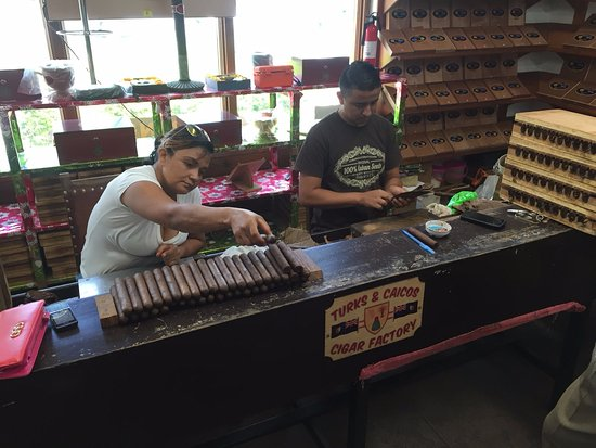 Providenciales: Cigars being rolled.