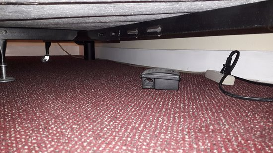 Barclay Hotel: Trap under the bed