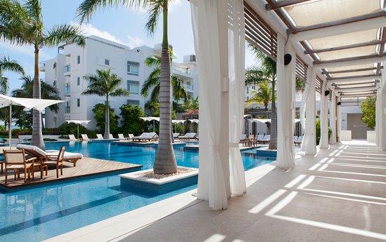 Gansevoort Turks + Caicos: Side View of Pool