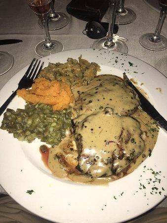 Hillside Tavern Grill: Fantastic steak, amazing dessert