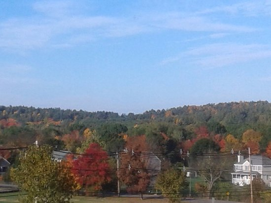 Littleton, MA: Rolling hills of New England in autumn